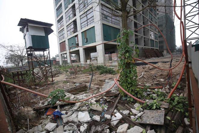 Cư dân kêu cứu vì đóng tiền 3 năm chung cư vẫn ngổn ngang bê tông, sắt thép 14