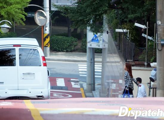 Dispatch cuối cùng đã ra tay, tung ảnh hẹn hò của Park Shin Hye và đàn em điển trai 10