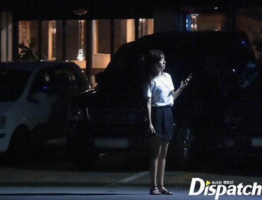 Dispatch cuối cùng đã ra tay, tung ảnh hẹn hò của Park Shin Hye và đàn em điển trai 11