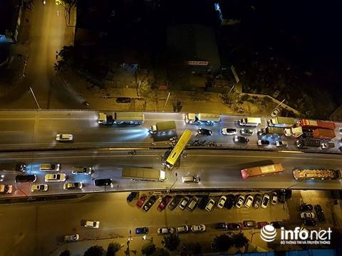 Hà Nội: Xe khách đâm bay dải phân cách đường vành đai 3, hành khách hoảng loạn 1