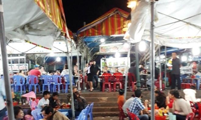 Chê đồ ăn sống, du khách bị đánh ngất xỉu tại chợ đêm Đà Lạt 2