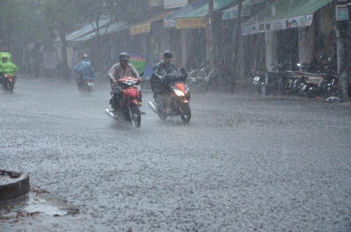 Tối nay Hà Nội mưa dông do ảnh hưởng của không khí lạnh mạnh 1