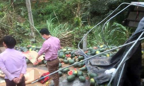 Tuyên Quang: Xe ô tô chở dưa hấu bị lật, phụ xe tử vong thương tâm 1