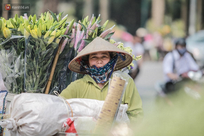 """8/3 của những người phụ nữ không bao giờ thiếu hoa: """"Mình thích thì mang hoa về tự cắm, chẳng cần chờ ai tặng cả!"""" 13"""