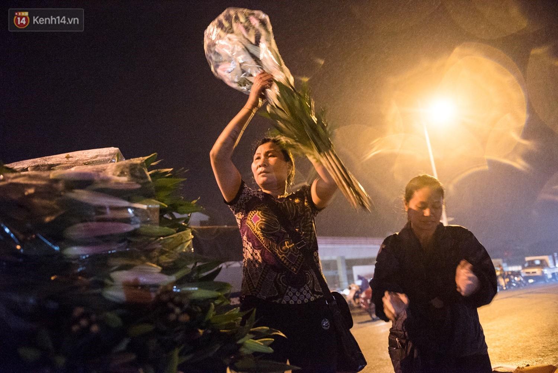 """8/3 của những người phụ nữ không bao giờ thiếu hoa: """"Mình thích thì mang hoa về tự cắm, chẳng cần chờ ai tặng cả!"""" 2"""