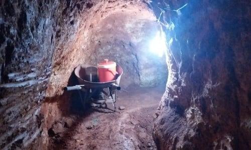 Phát hiện hầm vàng