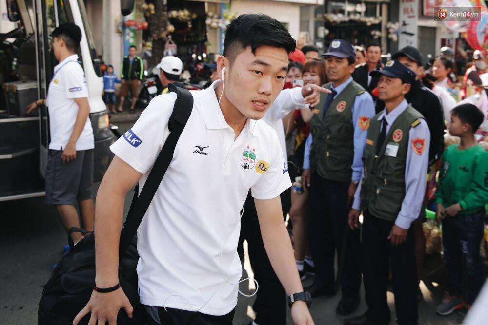 Hồng Duy Pinky và dàn sao U23 Việt Nam của HAGL tạo sức hút khó cưỡng trên sân Pleiku 2