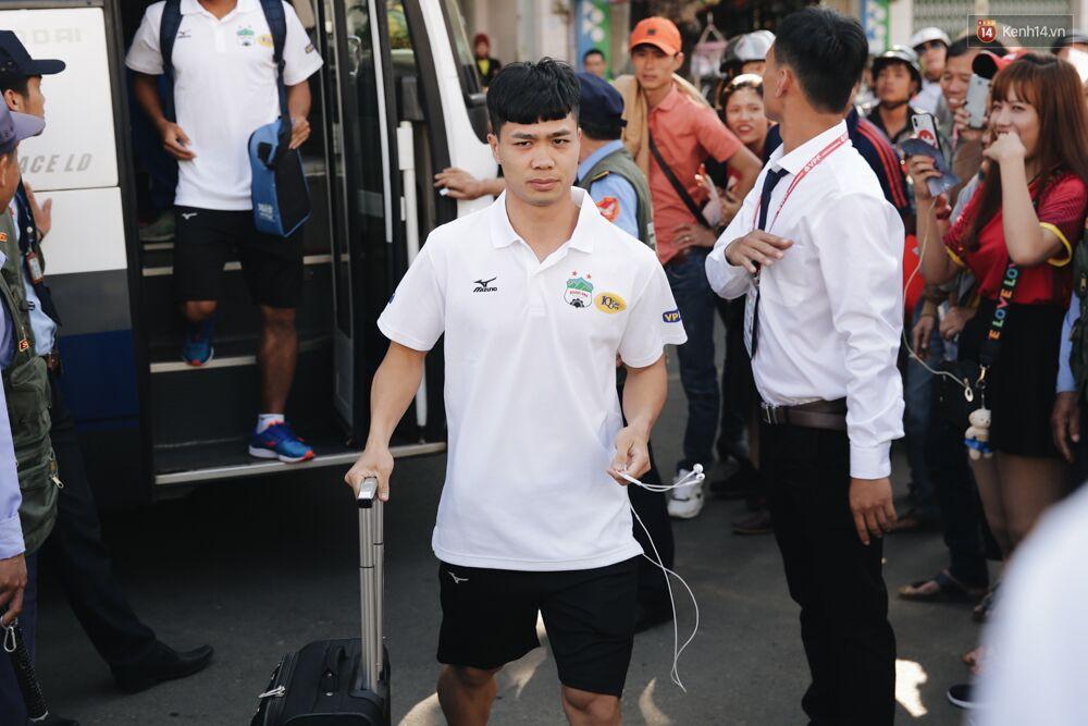 Hồng Duy Pinky và dàn sao U23 Việt Nam của HAGL tạo sức hút khó cưỡng trên sân Pleiku 3