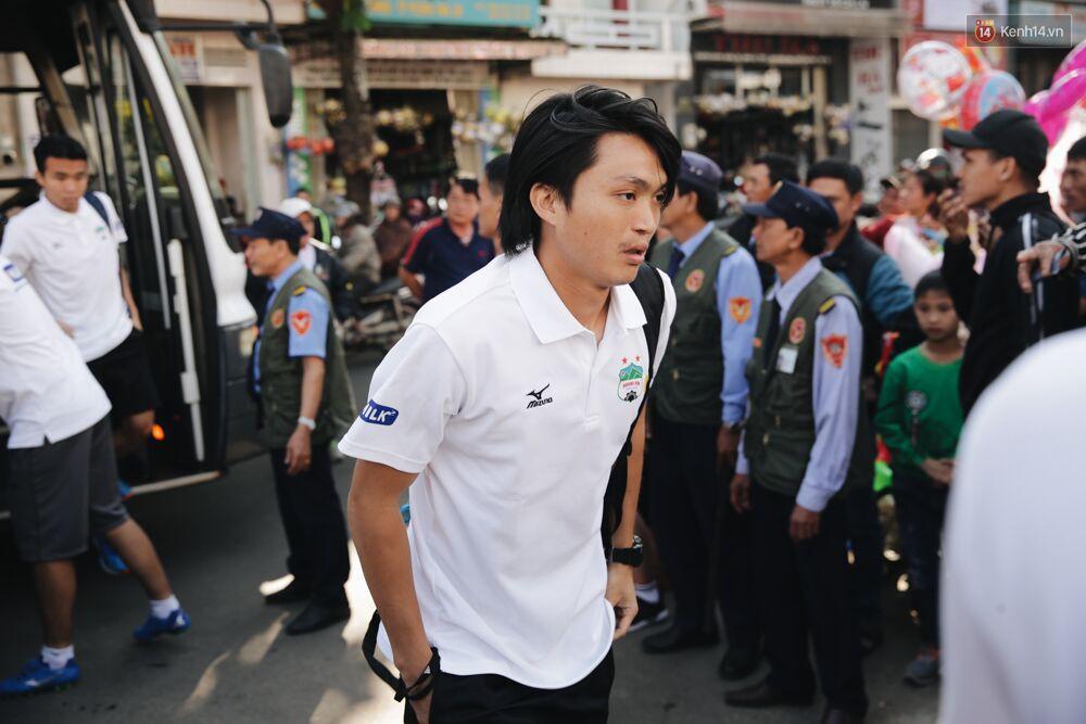 Hồng Duy Pinky và dàn sao U23 Việt Nam của HAGL tạo sức hút khó cưỡng trên sân Pleiku 5