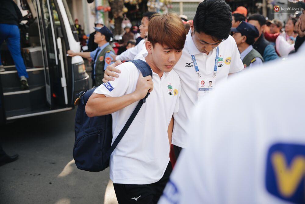Hồng Duy Pinky và dàn sao U23 Việt Nam của HAGL tạo sức hút khó cưỡng trên sân Pleiku 6