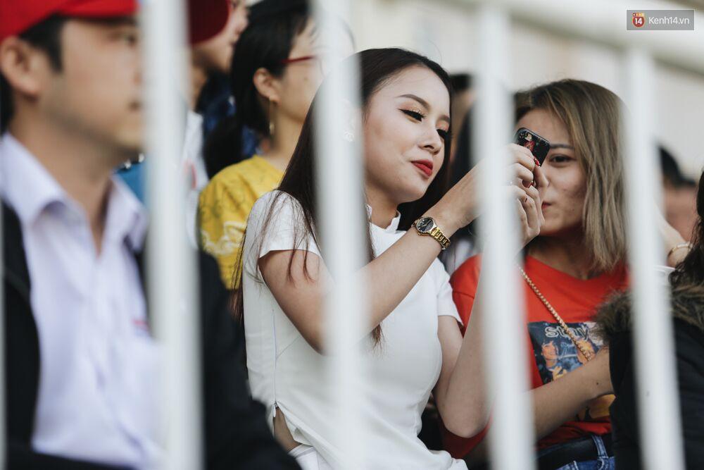 Hồng Duy Pinky và dàn sao U23 Việt Nam của HAGL tạo sức hút khó cưỡng trên sân Pleiku 10
