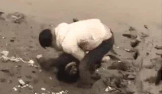 Xôn xao việc vợ nhảy sông vì bị chồng bắt quả tang hẹn