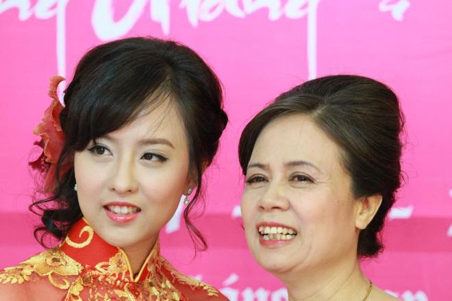 Chân dung chị gái ruột sở hữu nhan sắc xinh đẹp của Hoa hậu Chuyển giới Quốc tế Hương Giang 2