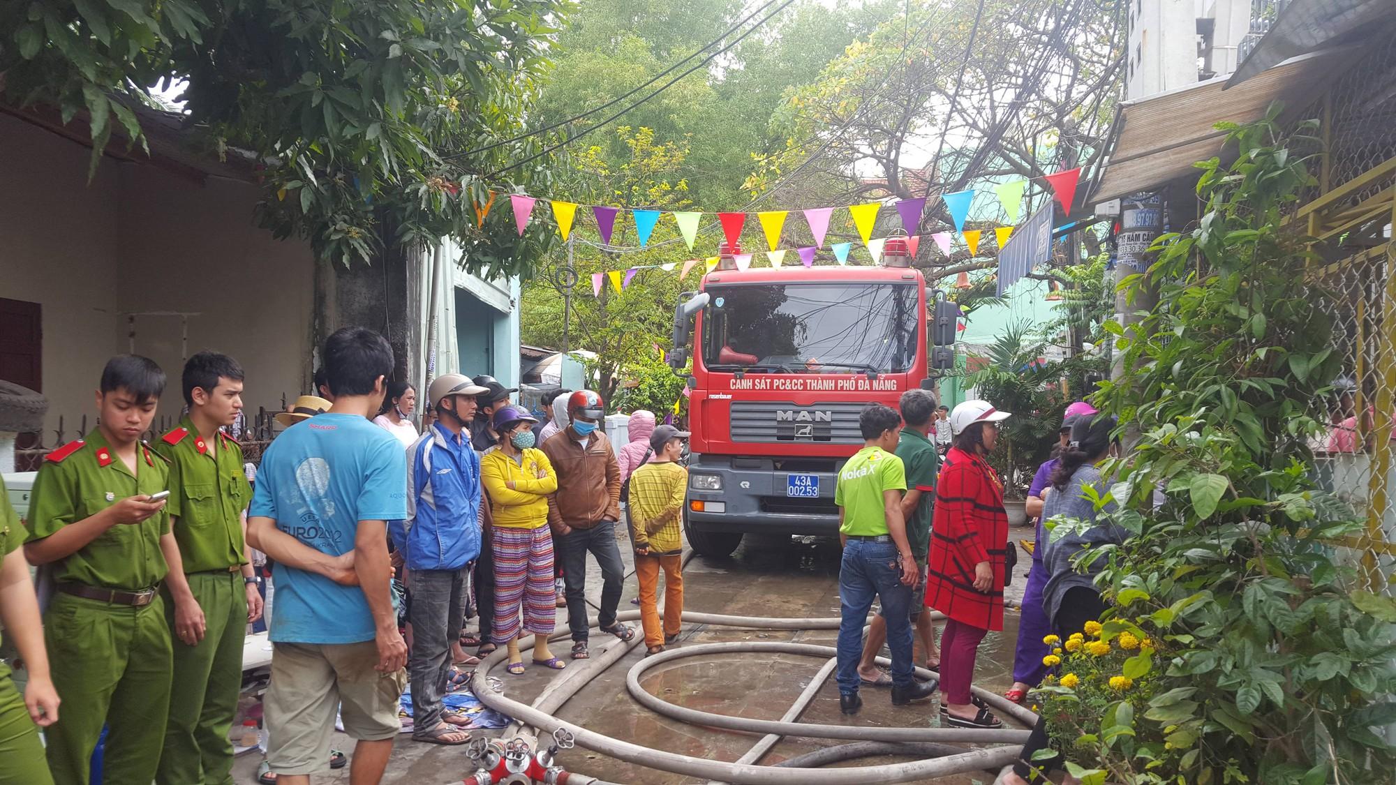 Đà Nẵng: Cháy lan tại nhà trọ giữa trưa, cả xóm náo loạn 2