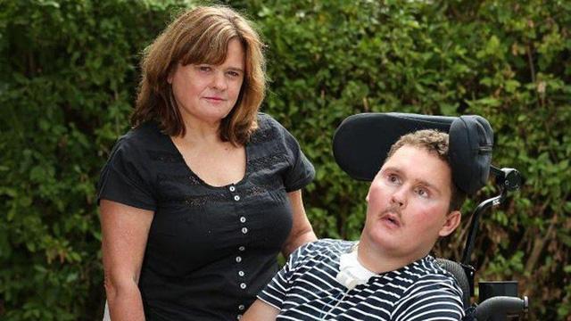 Hình ảnh Cầu thủ trẻ bị liệt vĩnh viễn vì dại dột nuốt chửng con sên trần số 2