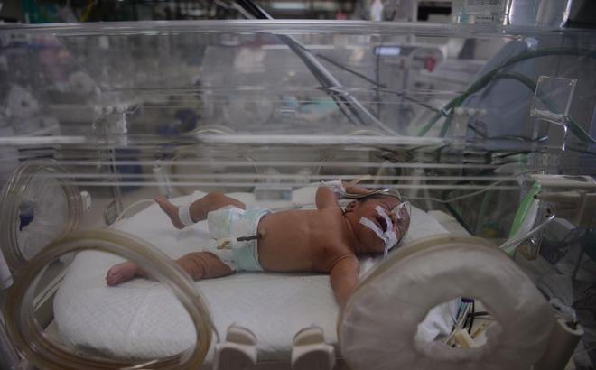 Hàng loạt trẻ sơ sinh gãy xương, nứt sọ nghi do y tá đánh đập dã man 1