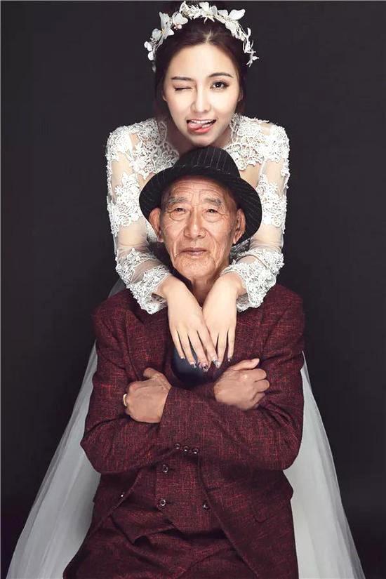 Bộ ảnh cưới của cô gái trẻ và cụ ông 87 tuổi khiến dân mạng xôn xao - Ảnh 2.