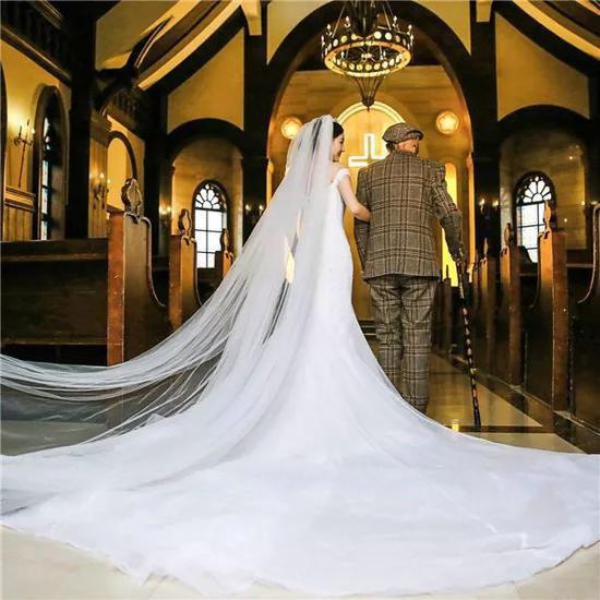 Bộ ảnh cưới của cô gái trẻ và cụ ông 87 tuổi khiến dân mạng xôn xao - Ảnh 4.