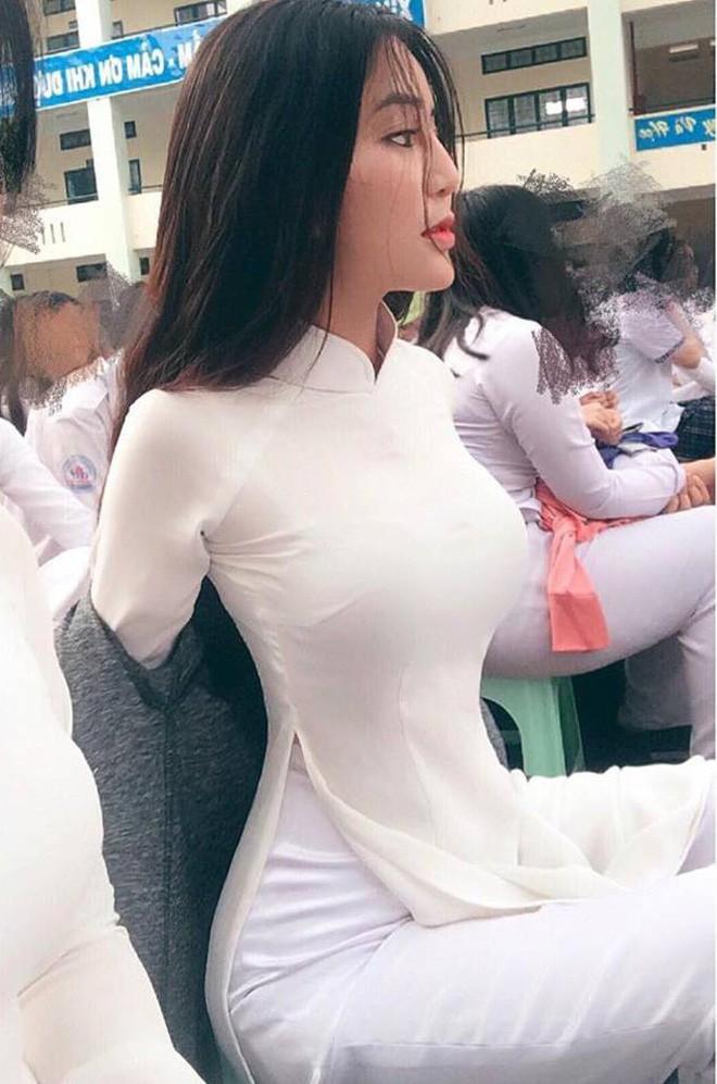 10 ảnh hot nhất, mới nhất facebook ngày 13/3/2018: Nữ sinh Sài Gòn siêu vòng 1 gây sốt báo Trung, Hàn 5