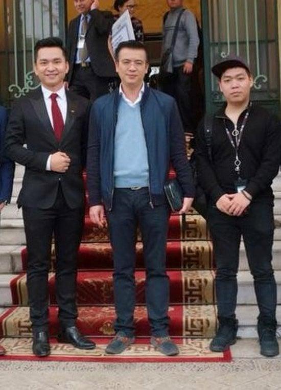 Hình ảnh BTV Quang Minh lần đầu xuất hiện sau 6 tháng cưới vợ xinh như hoa hậu số 4