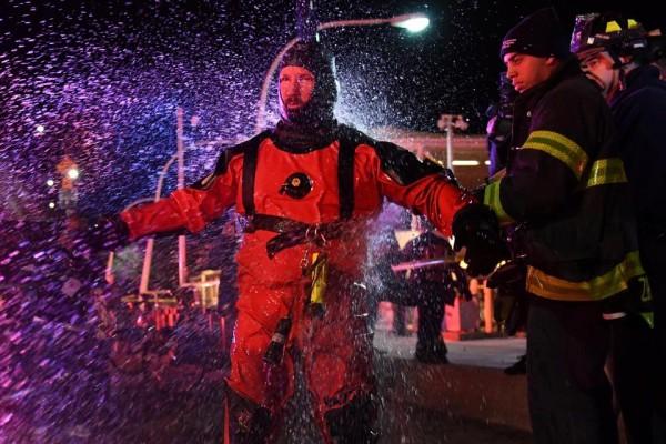 Khoảnh khắc trực thăng lao thẳng xuống sông, 5 người chết ở Mỹ - Ảnh 2.