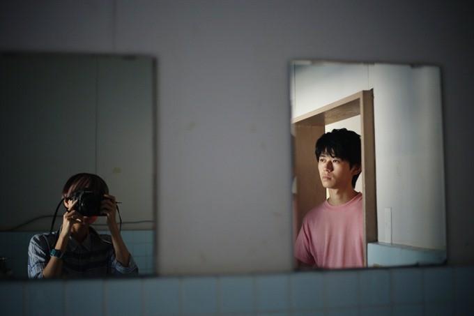 Nữ nhiếp ảnh gia người Việt Maika Elan được vinh danh trên tạp chí nổi tiếng nước ngoài với bộ ảnh Hikikomori - Ảnh 2.
