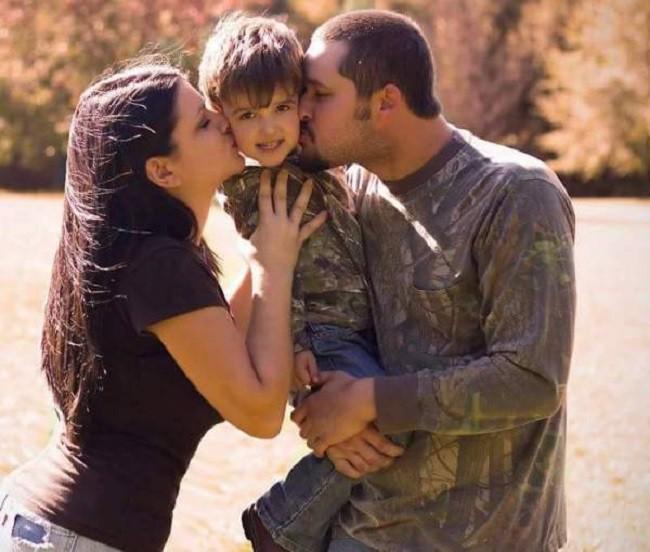 Con trai 6 tuổi qua đời, bố mẹ trở về nhà để lo hậu sự thì phát hiện mảnh giấy khiến họ đau nhói lòng 3