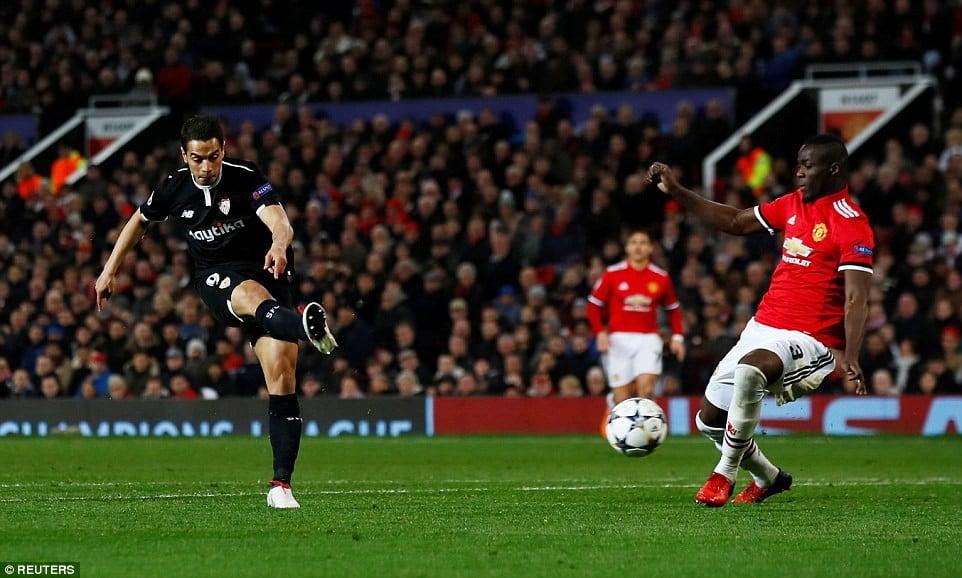 Man Utd nhạt nhòa, bị đá văng khỏi Champions League 5