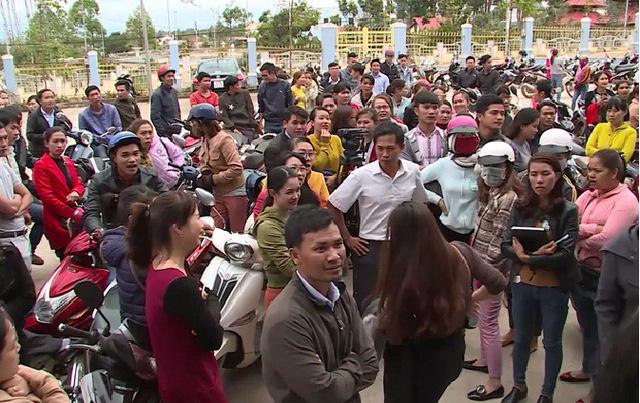 Lãnh đạo UBND huyện 'ký bừa' khiến hơn 500 giáo viên mất việc? 1