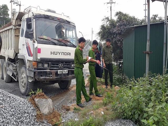 Hy hữu: Xe tải không người lái đâm chết người tại mỏ đá 1