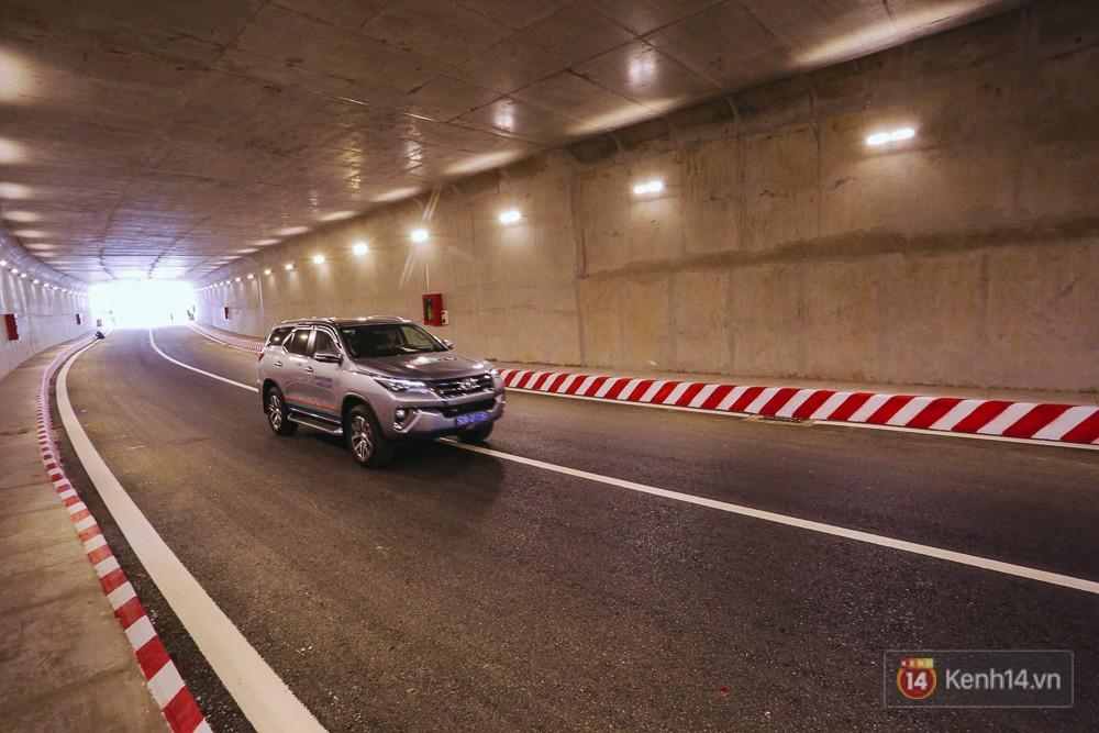 Cận cảnh nút giao thông 3 tầng thứ hai ở Sài Gòn sau khi thông xe hầm chui hơn 500 tỉ đồng - Ảnh 15.