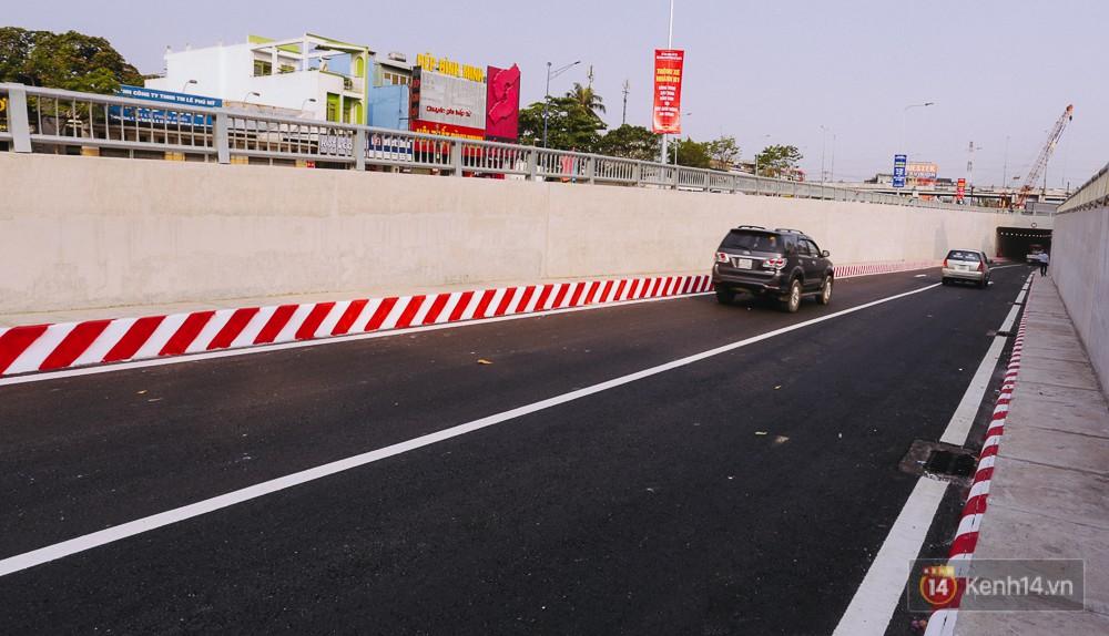 Cận cảnh nút giao thông 3 tầng thứ hai ở Sài Gòn sau khi thông xe hầm chui hơn 500 tỉ đồng - Ảnh 3.