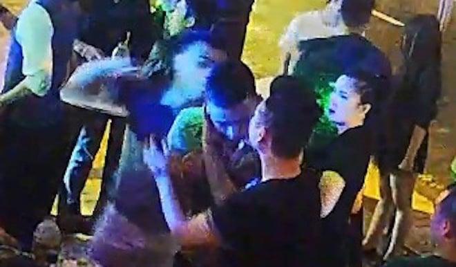 Clip phóng viên bị đánh dã man trong quán bar ở Đà Nẵng được hé lộ 1