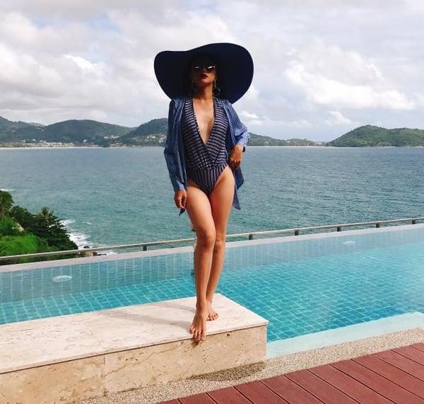Mặc bikini, quần siêu ngắn, Hương Giang Idol gặp sự cố khiến fan đỏ mặt 1
