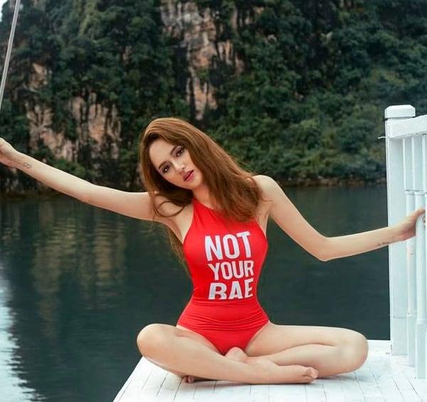 Mặc bikini, quần siêu ngắn, Hương Giang Idol gặp sự cố khiến fan đỏ mặt 2