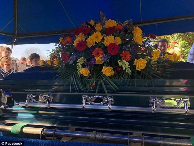 Nỗi đau quặn lòng của người mẹ có con trai 12 tuổi tự tử sau khi bị bạn bè bắt nạt vì là người song tính 3