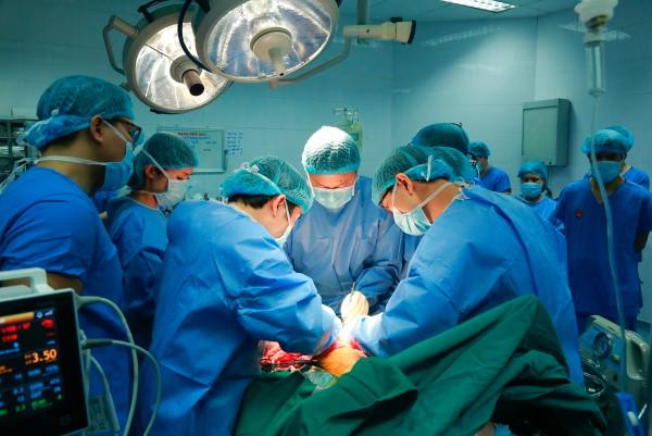 Ca ghép phổi từ người cho chết não đầu tiên tại Việt Nam 1
