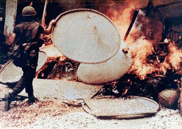 50 năm thảm sát Mỹ Lai: Quá nhiều đau đớn và ám ảnh trong những bức hình 16