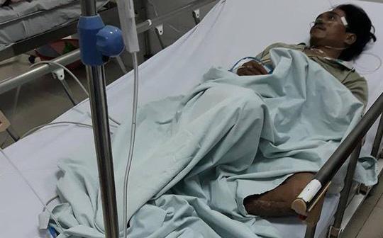 Cả làng sợ hãi kéo nhau đến bệnh viện kiểm tra sau khi 4 người uống rượu tử vong 1