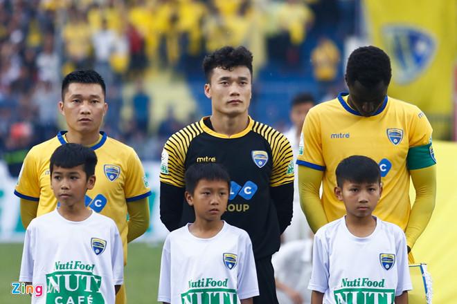 Bùi Tiến Dũng bắt chính, FLC Thanh Hoá khiến đội bóng của chủ tịch Công Vinh 'ôm hận' 1