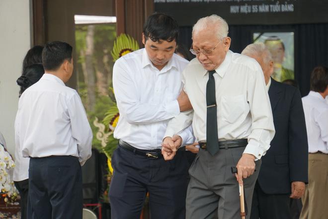 Người dân vượt đường xa đến viếng nguyên Thủ tướng Phan Văn Khải trong đêm 10