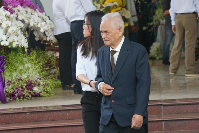 Người dân vượt đường xa đến viếng nguyên Thủ tướng Phan Văn Khải trong đêm 11