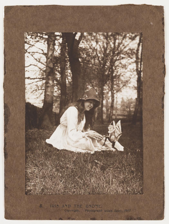 Bức ảnh về 2 nàng tiên từng khiến thế giới ngỡ ngàng suốt gần 100 năm: Trò lừa gạt lớn nhất của thế kỷ 20 2