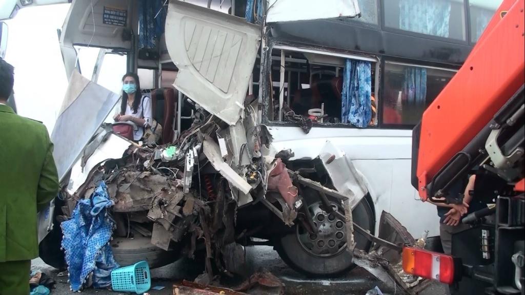 Tâm sự của lính cứu hỏa trong vụ tai nạn cao tốc Pháp Vân – Cầu Giẽ: Tôi ước các phương tiện nhường xe ưu tiên một lối đi 2