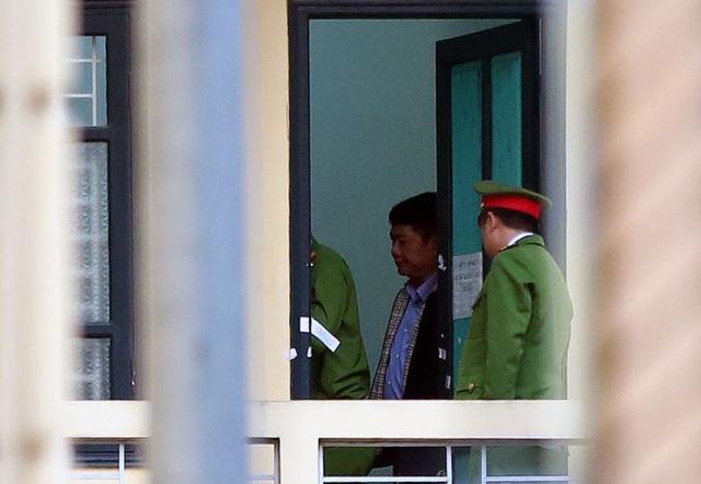 Hình ảnh Hình ảnh ông Đinh La Thăng trong ngày đầu xét xử vụ PVN thiệt hại 800 tỷ đồng số 2