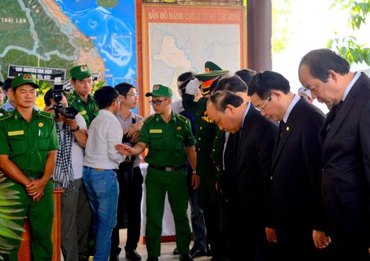 Di quan linh cữu cố Thủ tướng Phan Văn Khải về Hội trường Thống Nhất 3