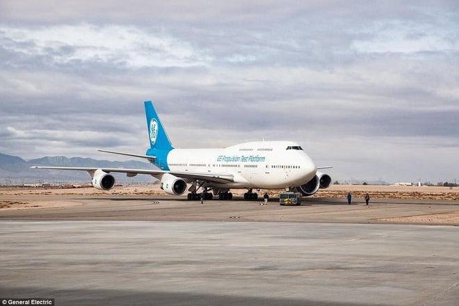 Video: động cơ phản lực lớn nhất thế giới của siêu máy bay Boeing lần đầu