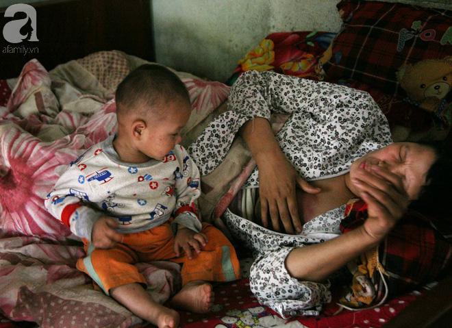 Gần 200 triệu đồng đến với gia đình cháu bé hơn 1 tuổi có mẹ bị ung thư vú, cha và 2 chị gái mù lòa tại Phú Thọ 4