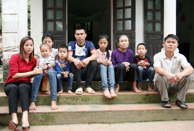 Gần 200 triệu đồng đến với gia đình cháu bé hơn 1 tuổi có mẹ bị ung thư vú, cha và 2 chị gái mù lòa tại Phú Thọ 5