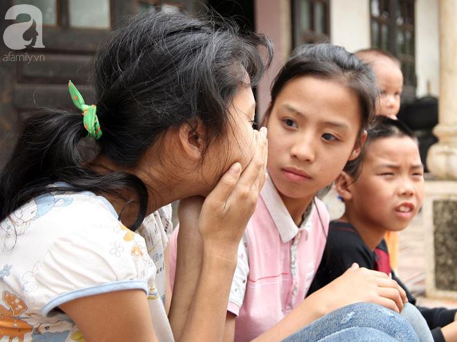 Gần 200 triệu đồng đến với gia đình cháu bé hơn 1 tuổi có mẹ bị ung thư vú, cha và 2 chị gái mù lòa tại Phú Thọ 6